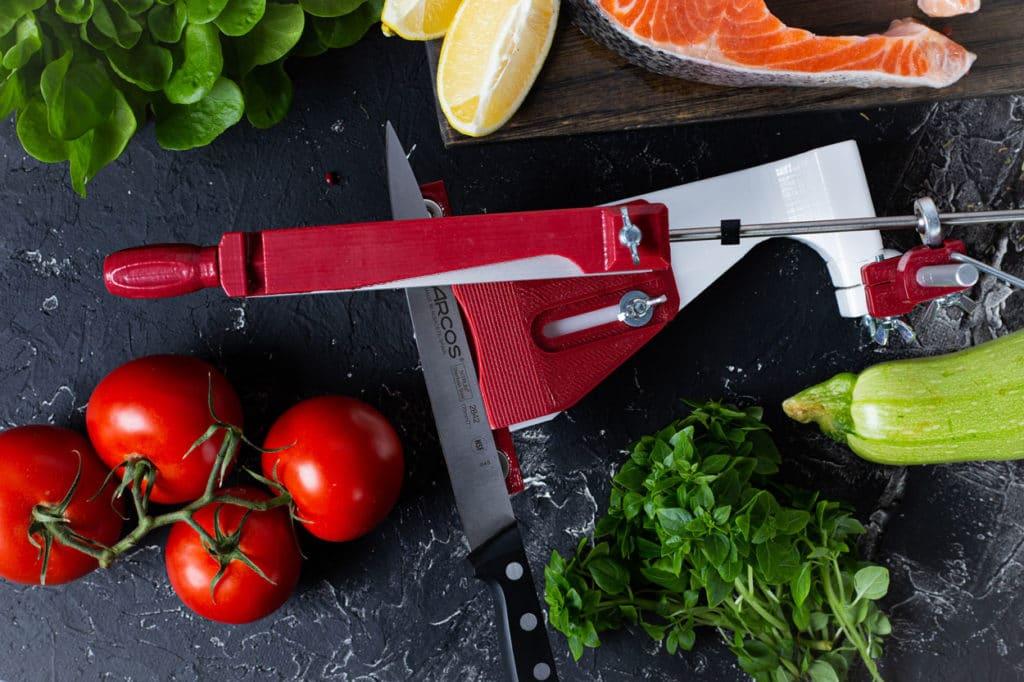 Мастер-класс по заточке филейного ножа на точилке для ножей ЖУК